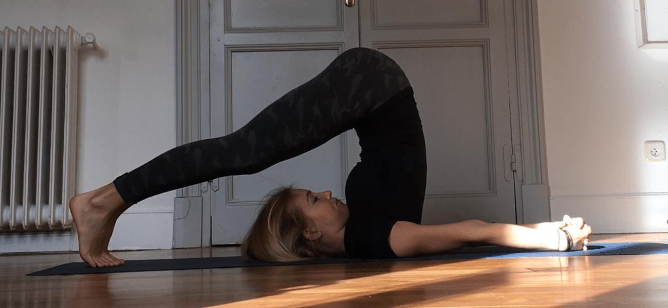 piernas cansadas postura del arado o halasana