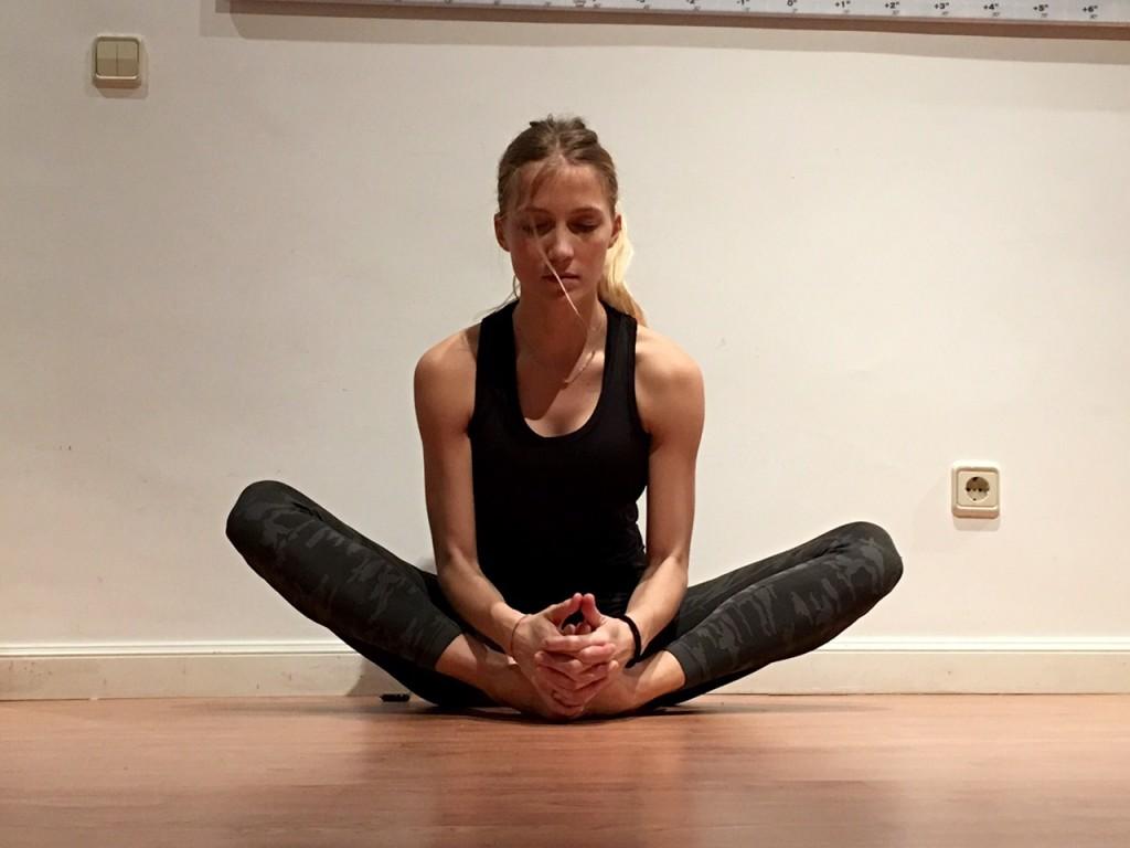yoga para corredores baddha konasana