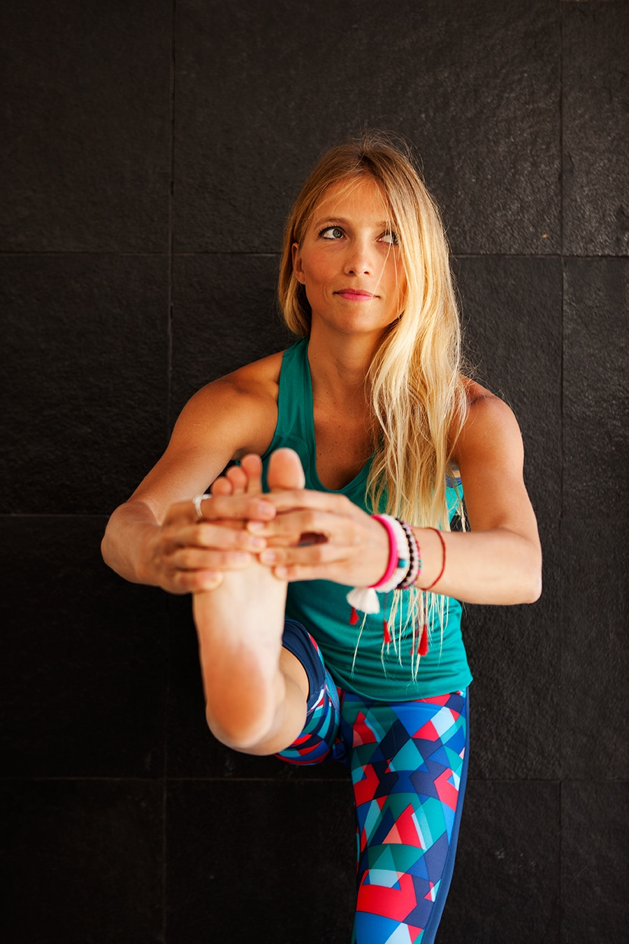 yoga para principiantes postura del canguro extendida (uttitha hasta padangustasana)