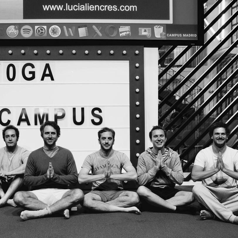 yoga para hombres postura de loto