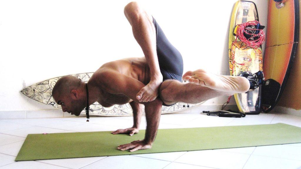 yoga para deportistas postura de los 8 angulos