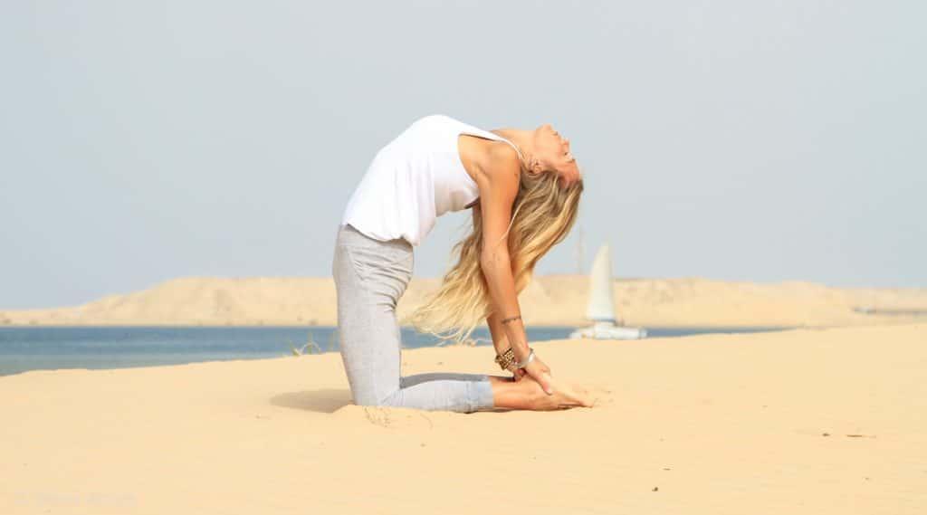 yoga para el dolor de espalda postura del camello o ustrasana