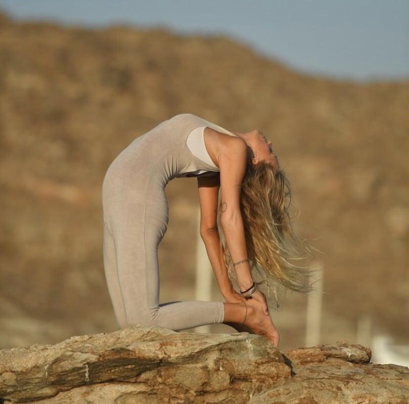 posturas de yoga para embarazadas Utrasana o postura del camello