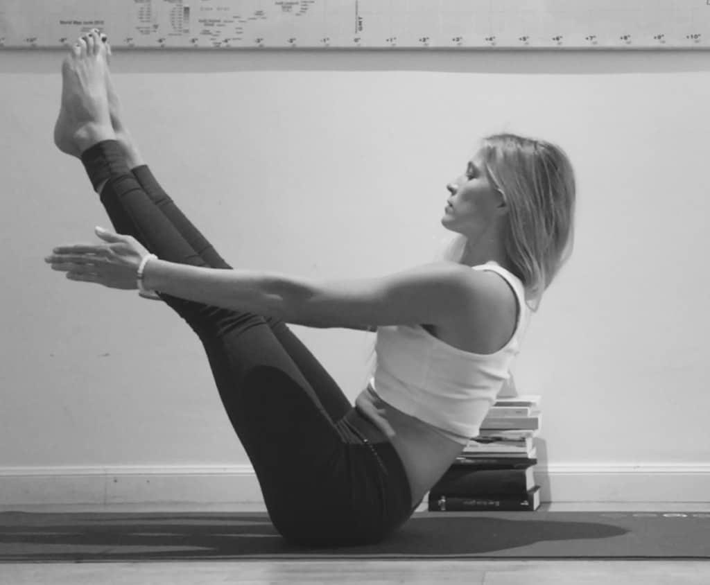 asanas de yoga para fortalecer el core navasana 1