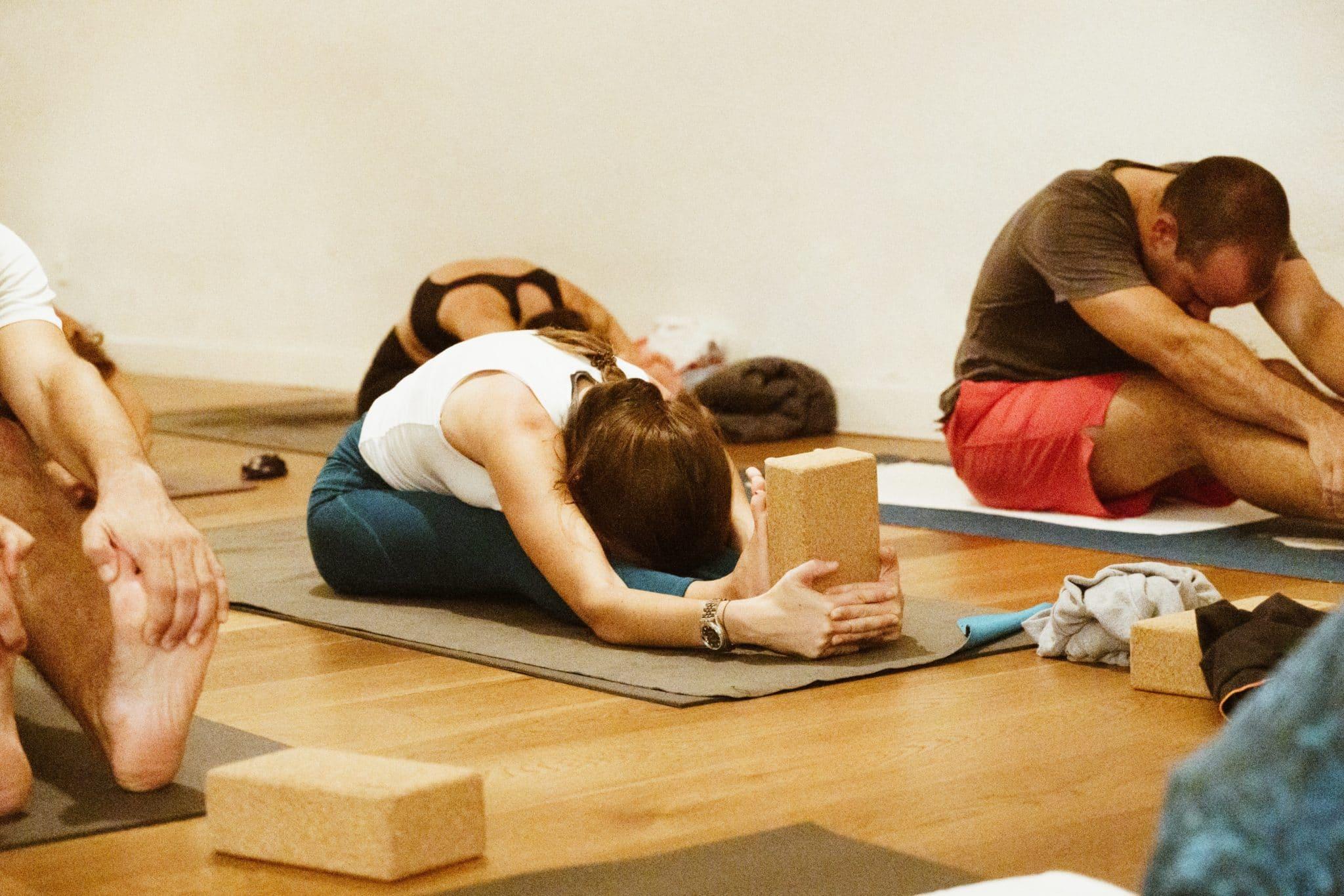 Posturas fáciles de yoga para ganar flexibilidad